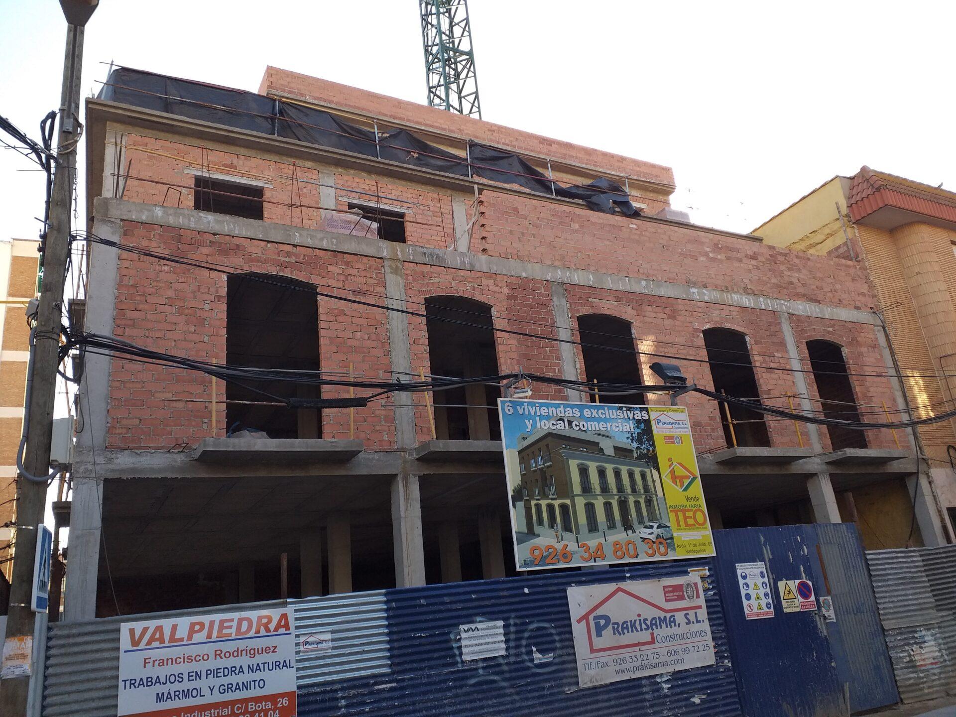 EDIFICIO VIVIENDAS EN VALDEPEÑAS (PROMOTOR Y CONSTRUCTOR)